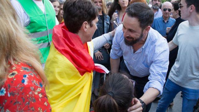 Santiago Abascal, líder de Vox, saludando a sus seguidores en Madrid el pasado mes de junio.