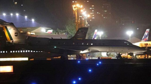 Avião com Bolsonaro chega a Congonhas