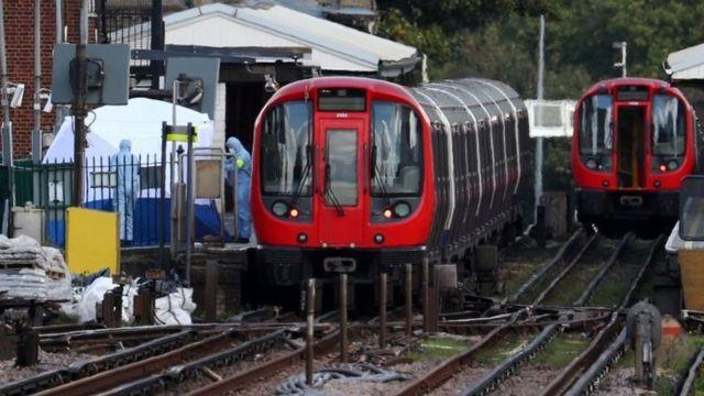"""Взрыв произошел утром 15 сентября в вагоне поезда лондонского метро на станции """"Парсонс-грин"""""""
