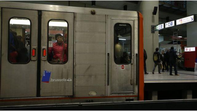 復活祭の休暇の後、地下鉄には通勤客が戻った(29日)