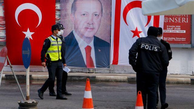 kıbrısta erdoğan bayrağı