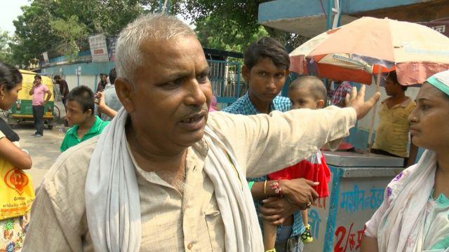 दिल्ली के एक अस्पताल के बाहर चिकुनगुनिया से पीड़ित रोगी
