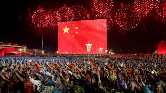 Chineses na Praça da Paz Celestial