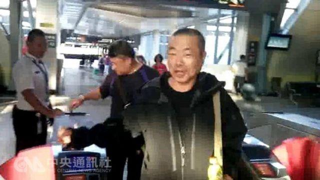 投案自称砍断八田与一铜像头部的前议员李承龙是急统派政党成员