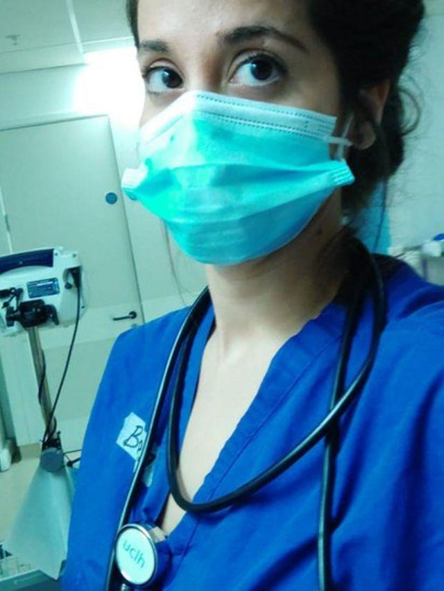Belén Montoro im Londoner Krankenhaus, in dem sie arbeitet.
