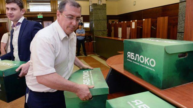 """Партия """"Яблоко"""" подает документы в ЦИК"""