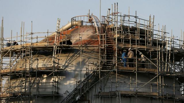 File photo showing workers inspecting damage at the Abqaiq oil facility in Saudi Arabia (20 September 2019)