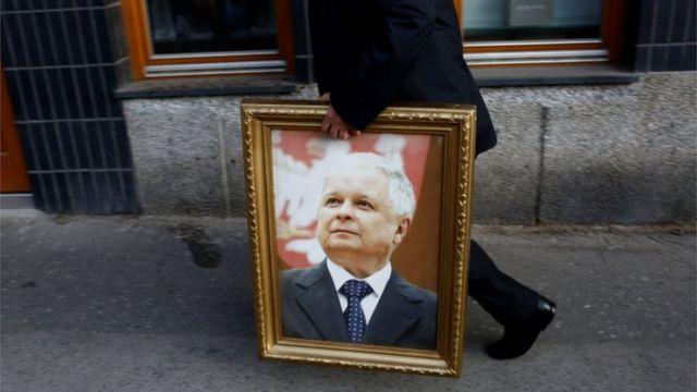 Cuadro con la foto de Lech Kaczynski