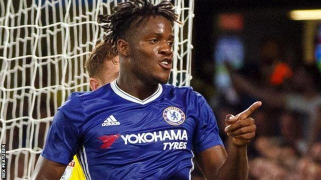 Michy Batschuayi aliisaidia Chelsea kuinyoa bila maji Arsenal