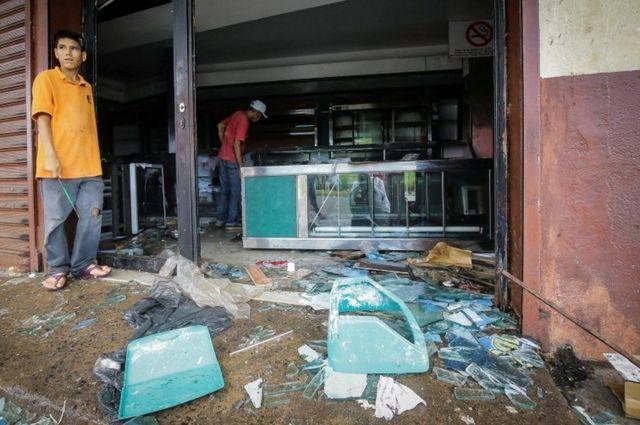 वेनेजुएला में लूट पाट की घटनाओं भी हुई हैं.