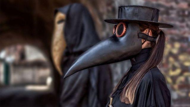 """الطاعون الدبلي: ماذا تعرف عن المرض الذي وصف بـ """"الموت الأسود""""؟ - BBC News  عربي"""