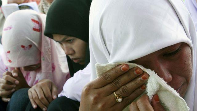 Mujeres en Indonesia tras el tsunami de 2004