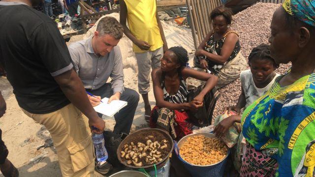 Davies estudió cómo funciona la economía en las calles de Kinshasa.