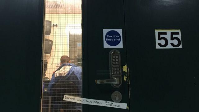 Дверь в редакцию Би-би-си
