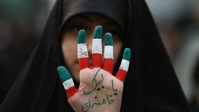 یکی از شرکت کنندگان در راهپیمایی ۹ دی ۱۳۸۸