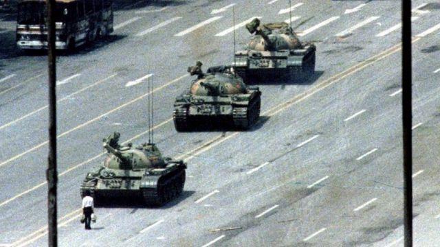 Foto original del hombre del tanque de Tiananmen.