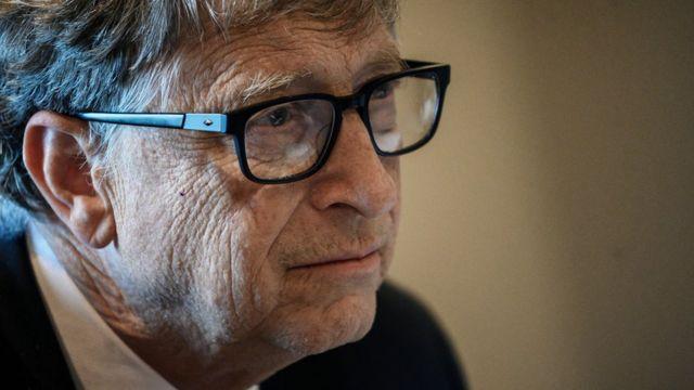 Covid: Bill Gates, hayatın 2021 baharına kadar normale dönebileceğini söyledi - BBC News Türkçe