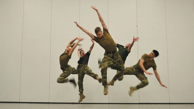 A rehearsal of 5 Soldiers