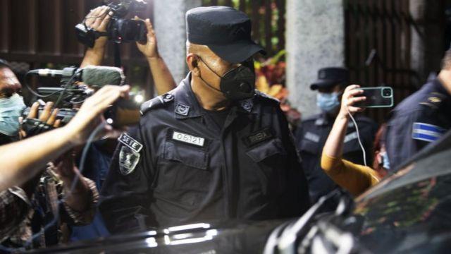 Policías resguardaron las instalaciones de la CSJ tras la votación en la Asamblea de diputados.