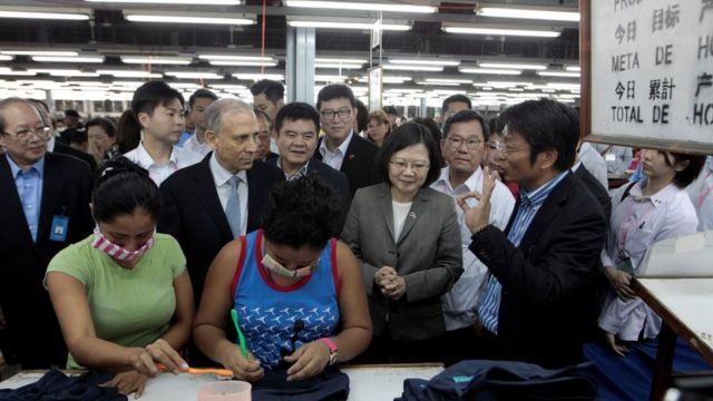 Tsai Ing-wen went to visit a textile factory in Nicaragua.