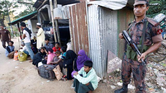 ဘင်္ဂလားဒေ့ရှ် ဘက်ကို နယ်စပ်ဖြတ်ကျော် ဝင်ရောက်လာတဲ့ ရိုဟင်ဂျာ မွတ်ဆလင်တွေ။