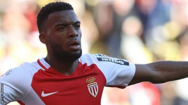 Arsenal wanakaribia kukamilisha usajili wa pauni milioni 45 kumchukua kiungo wa Monaco Thomas Lemar, 21. (Sun)