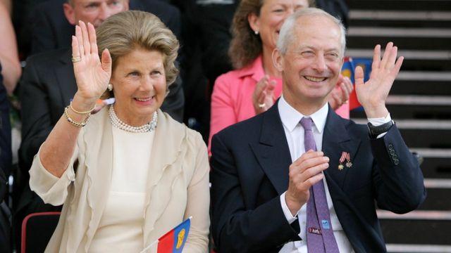 Hans-Adam II e a condensa Marie Kinsky von Wchinitz und Tettau