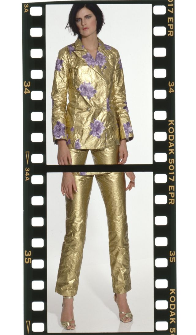 Stella Tennant modelando un traje de Hussein Chalayan. Vogue británica, 1995.