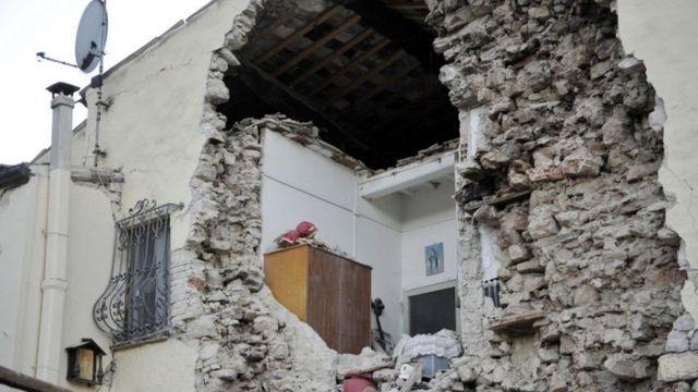 انهيار مبان عديدة جراء زلزال الأحد بوسط إيطاليا