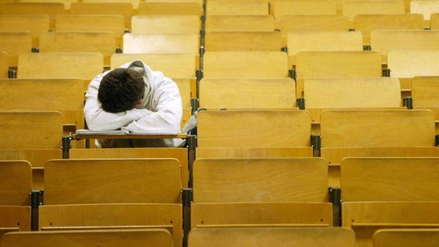 Una persona con problemas de lenguaje puede sufrir grandes frustraciones durante sus estudios.