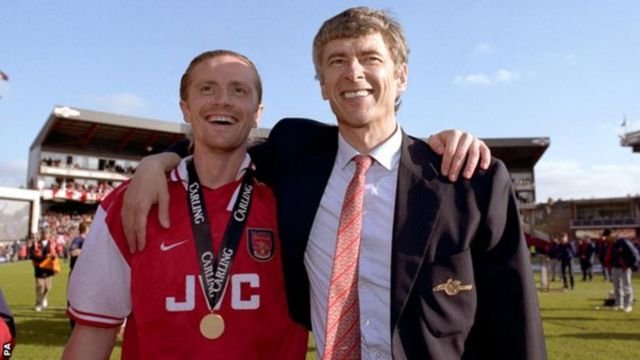 "Arsenal yatsinze ""Premier League"" incuro zitatu kuri Arsene Wenger - mu 1998, 2002 na 2004"