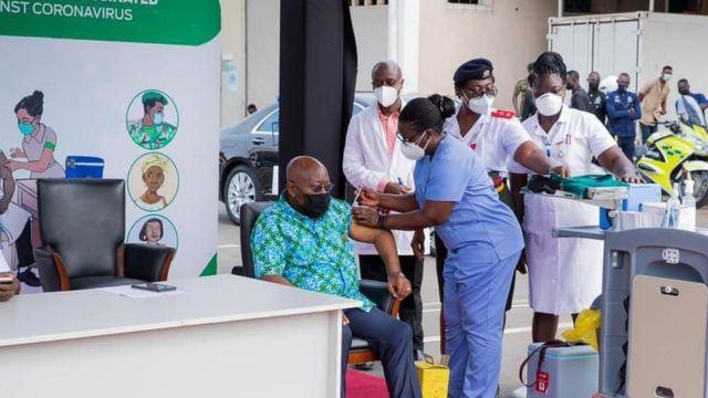 Le Ghanéen Nana Akufo-Addo vient de recevoir lundi la première dose de vaccin Covid-19