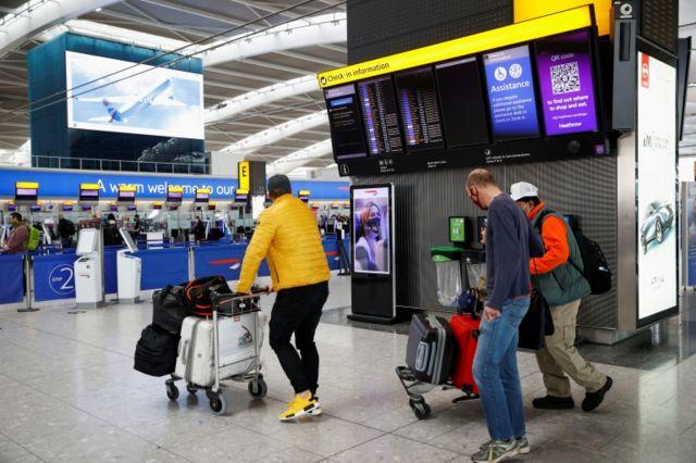 İngiltere, sarı listedeki ülkelerden seyahat eden ve iki doz aşısını da olan kişilerin 19 Temmuz itibarıyla ülkeye döndükten sonra karantinaya girmesine gerek kalmayacağını duyurdu.