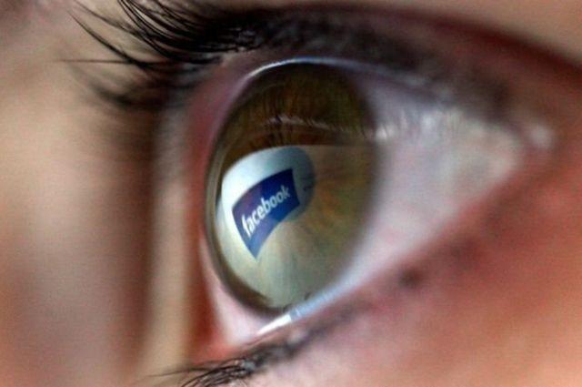 眼睛和臉書