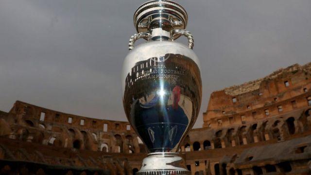 кубок УЕФА на тлі колізею