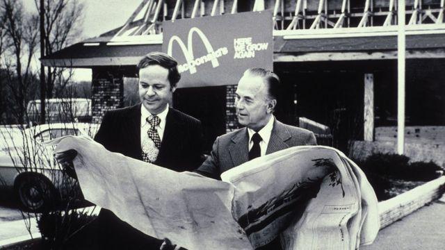 Ray Koch y Fred Turner, otro alto ejecutivo de McDonald's de la época.