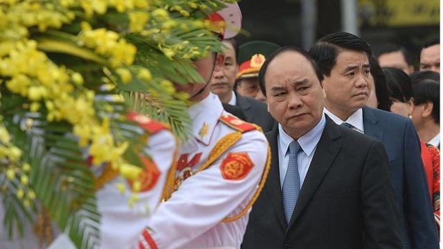 Ông Nguyễn Đức Chung (bìa phải)