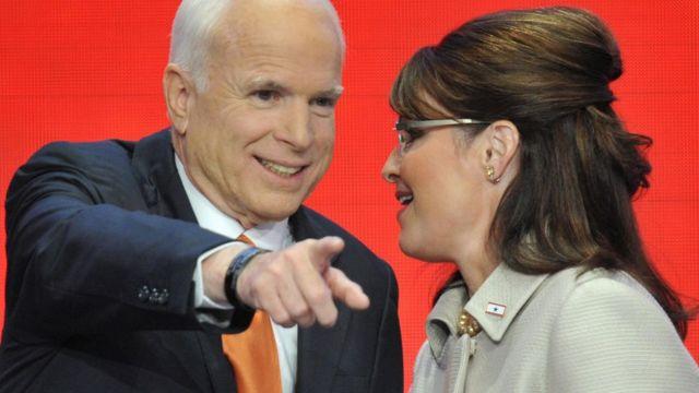 2008米大統領選で共和党候補となったマケイン氏は、副大統領候補に当時アラスカ州知事だったサラ・ペイリン氏を選んだ(2008年9月3日、ミネソタ州で)