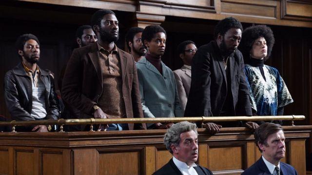 وقعت أحداث النصف الثاني من الفيلم في قاعة المحكمة