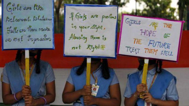 औरतों के अधिकारों की मांग से जुड़े पोस्टर
