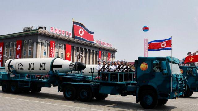 Kuzey Kore balistik füze tanıttı