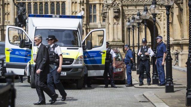 Envio de pó branco à Câmara dos Lordes acendeu o alerta de segurança no Parlamento