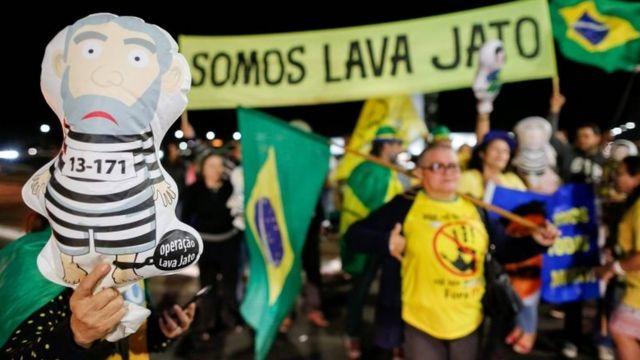 Manifestación en Brasilia a favor de la condena contra Lula da Silva.