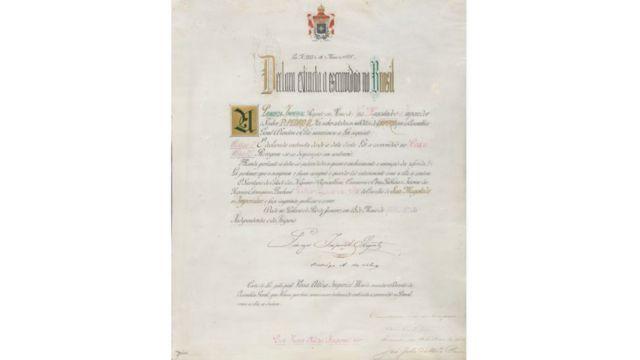 Reprodução de documento antigo com letra cursiva