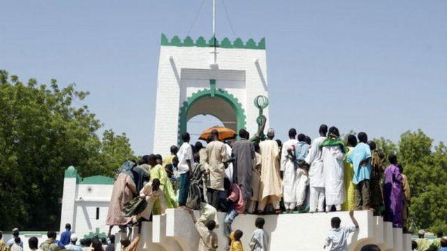 Fadar Sarkin Musulmi a birnin Sokoto a lokacin da aka yi bikin cika shekara 200 da kafuwar daular a shekarar 2004.
