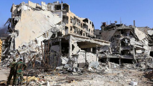 تعرض حي الحجر الاسود قرب دمشق إلى دمار كبير جراء القتال الدائر هناك