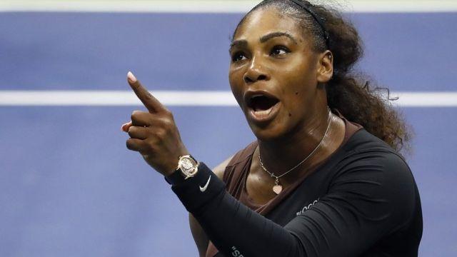 Serena Williams argues with umpire