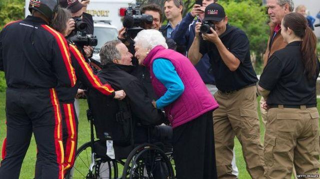 Далеко не кожен наважиться стрибнути з парашутом на 90-й день народження