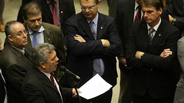 Fraga (no microfone) e Bolsonaro com outros deputados na Câmara, em 2017