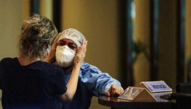 Medica chorando em Manaus